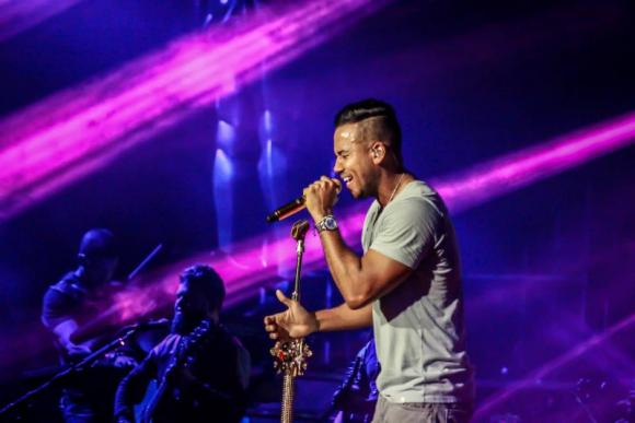 Romeo Santos at Allstate Arena